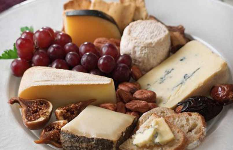 Farklı çeşit peynirler
